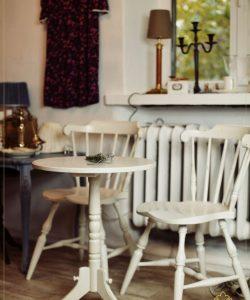 Stalas su kėdėmis